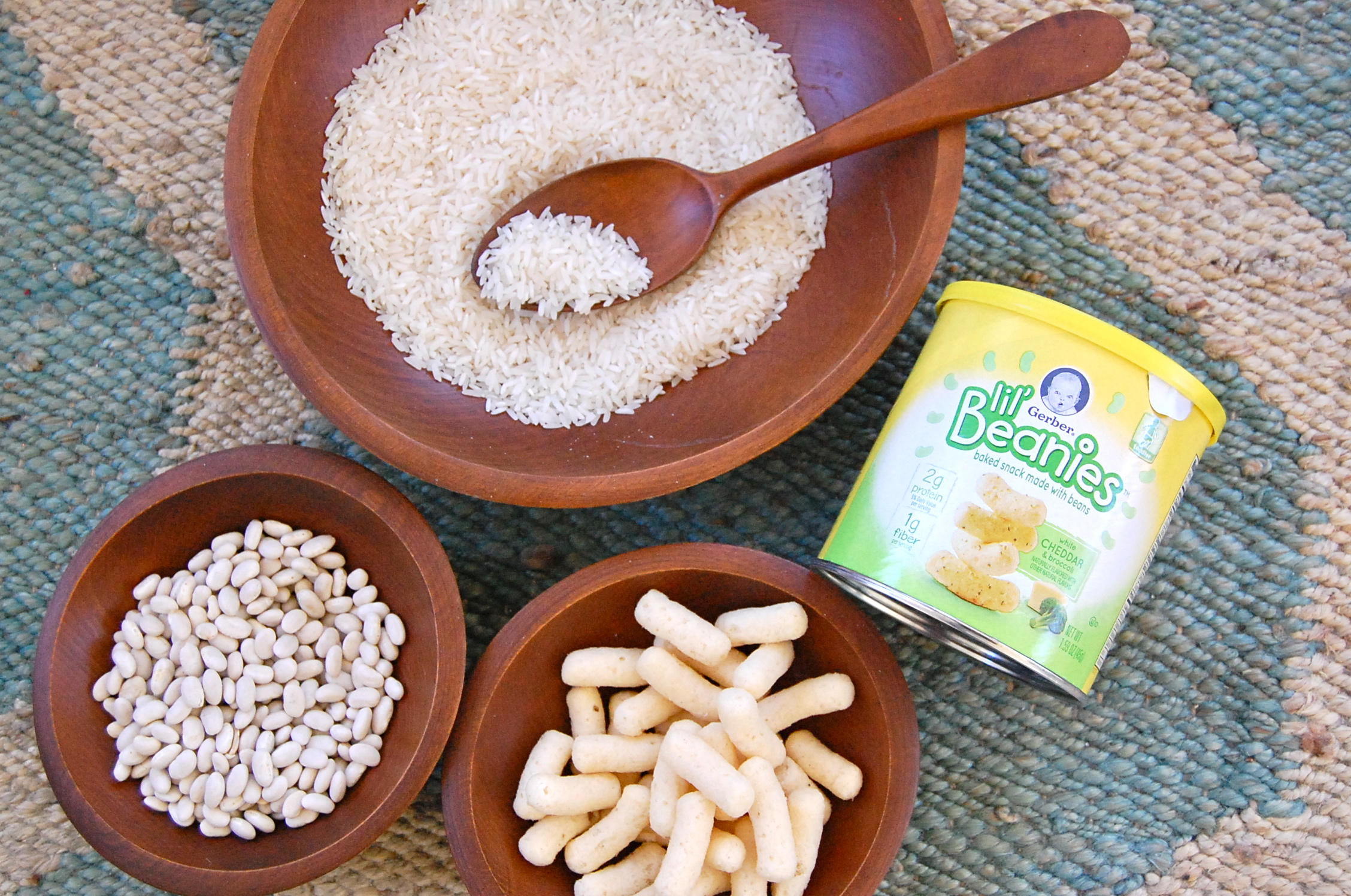 Gerber Lil' Beanies are a great new toddler snack made from navy beans and rice flour. Free of GMOs, artificial flavors, colors and preservatives. #healthysnack #gerberlilbeanies #toddlersnack juliannegray.com