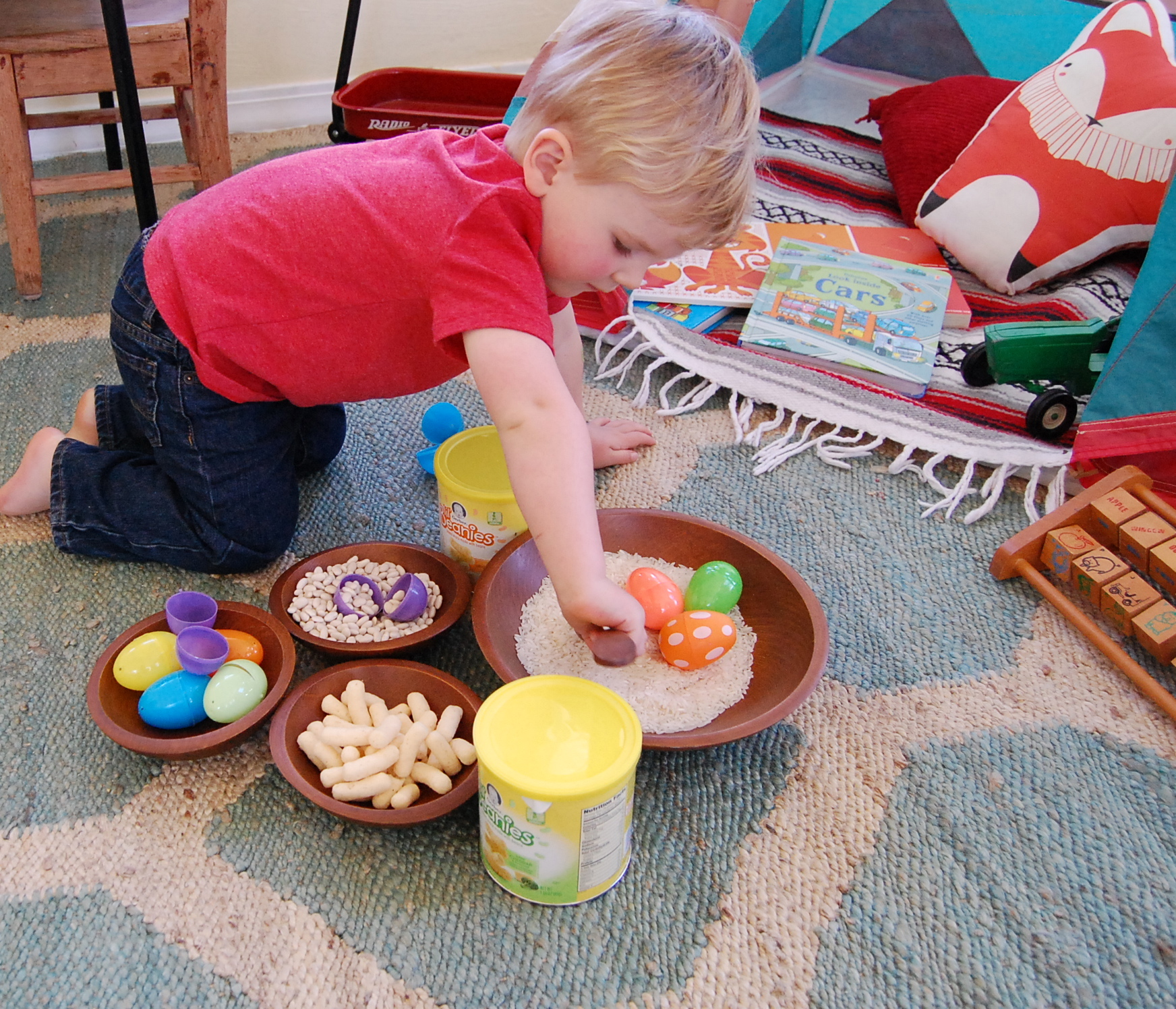 Fill empty Easter Eggs with rice, beans or both for a fun toddler sensory play activity! #toddleractivity #sensoryplay #gerberlilbeanies #toddlersnacks juliannegray.com